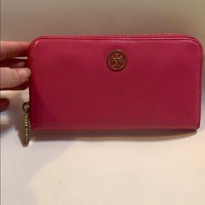 Tory burch long zip wallet pink